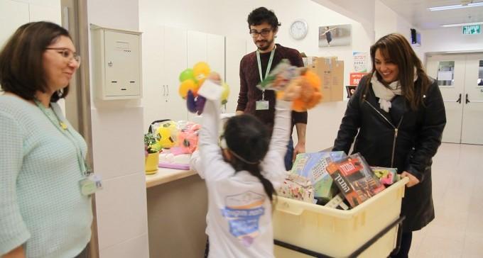עשרות מתנות ומשחקים חולקו בבית החולים סורוקה